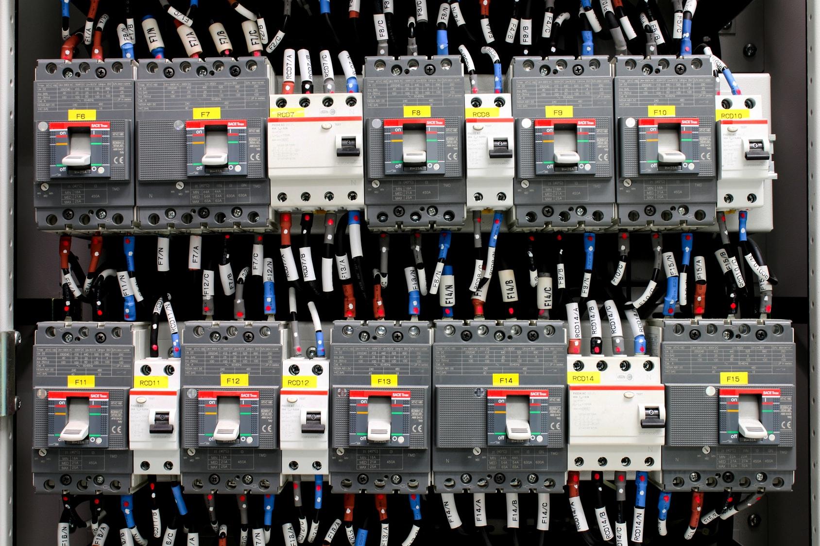 Jak wdrożyć lub usprawnić działanie automatyki przemysłowej?